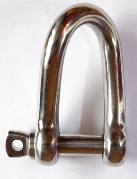 twisted shackle